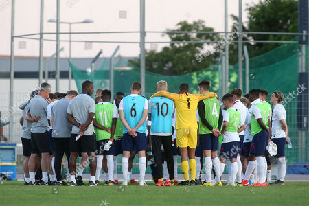 England Manager, Paul Simpson, speaks to the entire playing squad and coaching staff at the final whistle during England Under-20 vs Portugal Under-19, Tournoi Maurice Revello Football at Stade d'Honneur Marcel Roustan on 4th June 2019