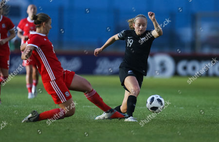 Paige Satchell of New Zealand takes on Emma Jones of Wales