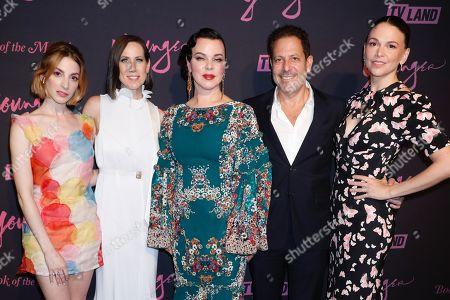 Molly Bernard, Miriam Shor, Debi Mazar, Darren Star and Sutton Foster
