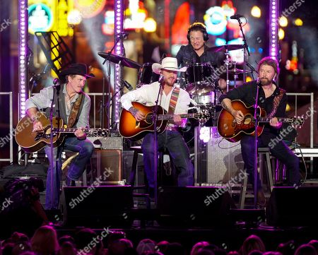 Cody Johnson,Kix Brooks,Ronnie Dunn. Cody Johnson, center, performs with Kix Brooks, left, and Ronnie Dunn, right, during the CMT Cross Roads Brooks & Dunn and Friends live taping on Broadway, in Nashville, Tenn