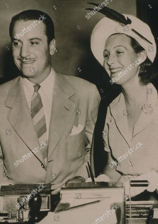 Hollywood producer, Mike Frankovich (1910-1992) and bride to be, English actress Binnie Barnes (1903-1996) in 1940. Bothhad long film careers extending into the 1960s. had long film careers extending into the 1960s. nd hanged himself in 1925. st in 1959.