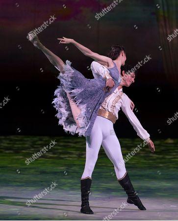 Stock Image of Alina Cojocaru as Cinderella, Isaac Hernandez as Prince Guillaume