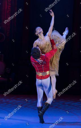 Alina Cojocaru as Cinderella, Isaac Hernandez as Prince Guillaume