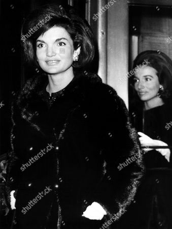 Jacqueline Kennedy and her sister Lee Radziwell in NY, 2/63