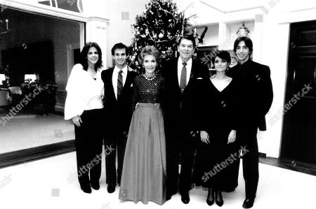 Patti Davis, Nancy Reagan, Ronald Reagan, Ron Reagan Jr. in the White House at Christmas