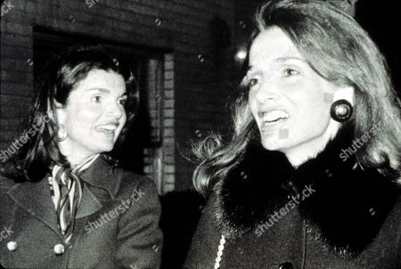 Jacqueline Kennedy Onassis and her sister Lee Radziwell in 1975