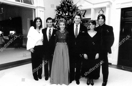President Ronald Reagan and First Lady Nancy Reagan with children Patti Davis, ron Reagan Jr. and their companions in a white House Christmas picture in the 1980s