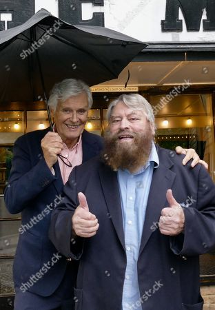 Stock Photo of Simon Williams & Brian Blessed promote the Mills production of Singing In The Rain