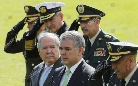 The Colombian President Ivan Duque (C), the Defense Minister Guillermo Botero (C-L) and the Commander of the Colombian Army, Major General Nicacio Martinez Espinel (R- back), participate in a ceremony of military ascent, in Bogota, Colombia, 07 June 2019. The Colombian Senate approved this week by a large majority the promotion to general of 13 military and police, including the commander of the Army, Major General Nicacio Martinez Espinel, questioned by its possible relationship with extrajudicial executions of civilians, called 'false positives'.