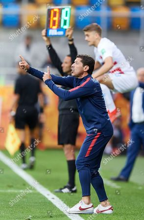 USA's head coach Tab Ramos reacts during the quarterfinal match of the FIFA U-20 World Cup 2019 between USA and Equador in Gdynia, Poland, 08 June 2019.