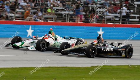 Alexander Rossi (88) and James Hinchcliffe (5) drive during the IndyCar auto race at Texas Motor Speedway, in Fort Worth, Texas