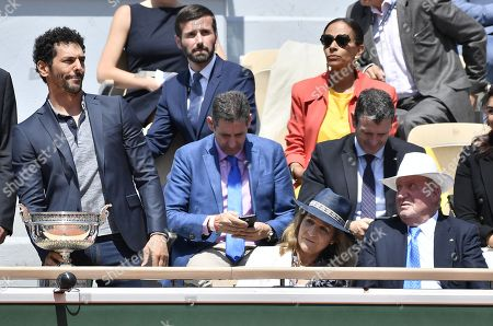Spain's Juan Carlos I. (R) watches French actor and comedian Tomer Sisley (L) presenting the trophy prior the final match between Rafael Nadal of Spain and Dominic Thiem of Austria during the French Open tennis tournament at Roland Garros in Paris, France, 09 June 2019.
