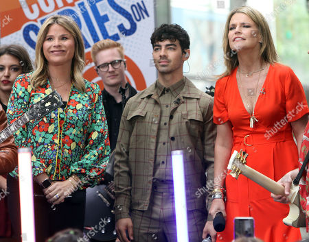 Nick Jonas, Jenna Bush, Joe Jonas, Savannah Guthrie, Kevin Jonas and Al Roker