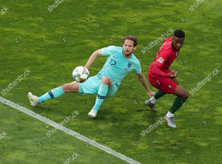 Netherlands' Daley Blind, left, duels for the ball with Portugal's Nelson Semedo during the UEFA Nations League final soccer match between Portugal and Netherlands at the Dragao stadium in Porto, Portugal