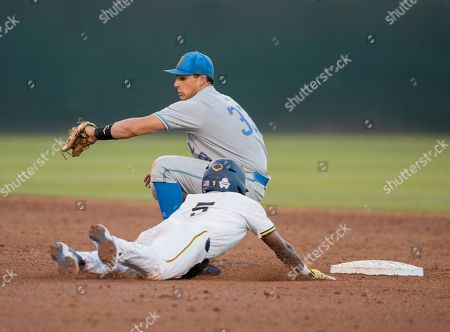 Los Angeles, CA..UCLA infielder(33) Chase Strumpf tries to tag out Michigan's (5) Christian Bullock as he steals second base during an NCAA super regional game between the Michigan Wolverines and the UCLA Bruins at Jackie Robinson Stadium in Los Angeles, California. UCLA defeated Michigan 5-4. .(Mandatory Credit: Juan Lainez / MarinMedia.org / Cal Sport Media)