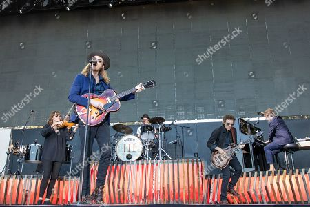 The Lumineers - Lauren Jacobson, Wesley Schultz, Jeremiah Fraites, Byron Isaacs and Stelth Ulvang