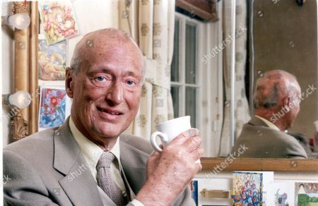 Paul Eddington - Actor (dead 11/95) 3rd June 1994 Picture Desk ** Pkt2614 - 178558 British Actor Paul Eddington (died 11/95) Pictured In His Dressing Room