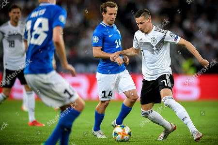 Germany's Julian Draxler (R) in action during the UEFA EURO 2020 qualifying soccer match between Germany and Estonia in Mainz, Germany, 11 June 2019.