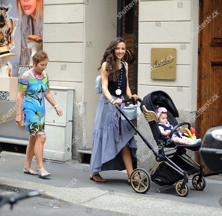 Laura Barriales shopping with her mother Lucia and daughter Melania