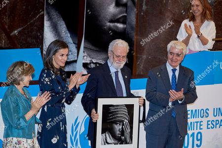 Spanish Health Minister Maria Luisa Carcedo, Queen Letizia (C) and Francesco Tonucci