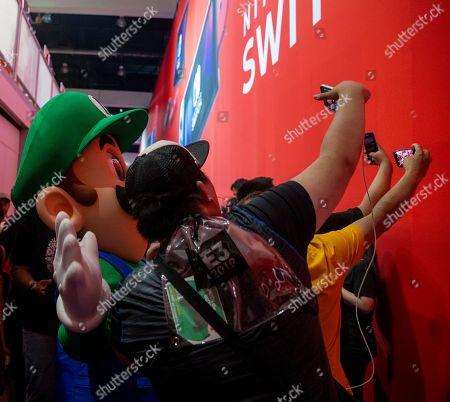 Electronic Entertrainment Expo E3 Day One Los Stock Photos