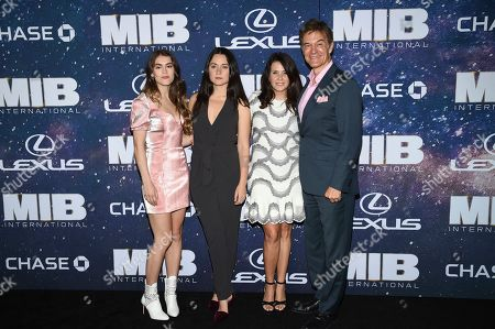 "Stock Image of Daphne Oz, Arabella Sezen Oz, Lisa Oz, Mehmet Oz. Dr. Mehmet Oz, right, and wife Lisa pose with there daughters Daphne Oz, left, and Arabella Sezen Oz at the world premiere of ""Men in Black: International"" at the AMC Loews Lincoln Square, in New York. Photo by Evan Agostini/Invision/AP"
