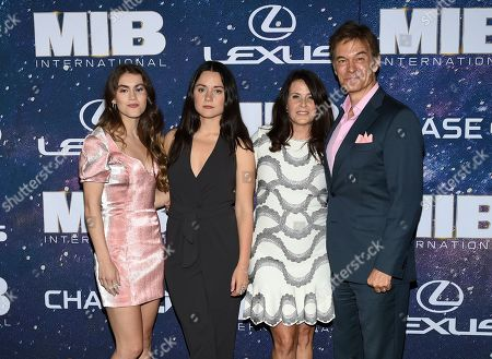"Daphne Oz, Arabella Sezen Oz, Lisa Oz, Mehmet Oz. Dr. Mehmet Oz, right, and wife Lisa pose with there daughters Daphne Oz, left, and Arabella Sezen Oz at the world premiere of ""Men in Black: International"" at the AMC Loews Lincoln Square, in New York. Photo by Evan Agostini/Invision/AP"
