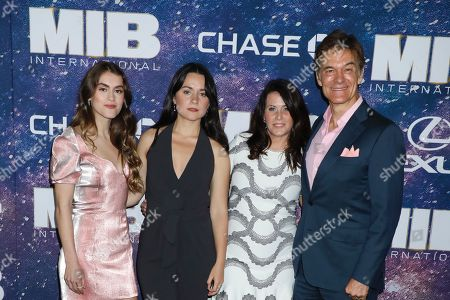 Lisa Oz and Dr. Dr Mehmet Oz with Family