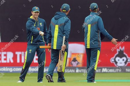 Steve Smith shares a joke with Australia head coach Justin Langer and batting coach Ricky Ponting