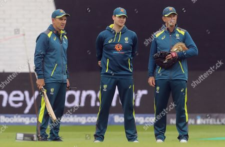 Steve Smith talks with Australia head coach Justin Langer and batting coach Ricky Ponting