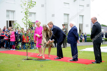 Their Majesties King Willem-Alexander and Queen Maxima of the Netherlands watched on by President Michael D.Higgins and Sabina Higgins plant a tree in Aras an Uachtaran in Dublin City, Ireland, 12 June 2019.