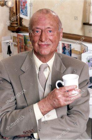 Paul Eddington - Actor (dead 11/95) - 3rd June 1994 Picture Desk ** Pkt2614 - 178559 British Actor Paul Eddington (died 11/95) Pictured In His Dressing Room....