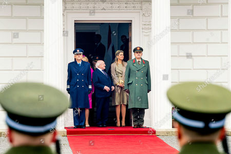 DUBLIN - Irish President Michael Higgins and his wife Sabrina Higgins receive King Willem-Alexander and Queen Maxima at their official residence Aras an Uachtarain during the first day of the state visit to Ireland. robin utrecht