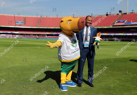 The mascot of Copa America 2019 tournament Zizito (L) poses with former Brazilian soccer player Cafu during a press conference at Morumbi stadium in Sao Paulo, Brazil, 12 June 2019. The Morumbi stadium will hold the inauguration of Copa America 2019 edition on the upcoming 14 June 2019.