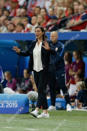 France coach Corinne Diacre gestures during the Women's World Cup Group A soccer match between France and Norway in Nice, France