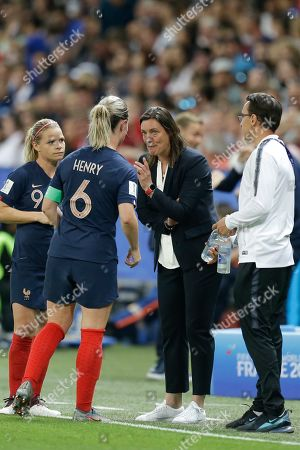 France coach Corinne Diacre shares a word with France's Amandine Henry during the Women's World Cup Group A soccer match between France and Norway in Nice, France