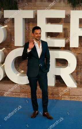 """Mexican actor Luis Gerardo Mendez arrives to the premiere of Netflix's film Murder Mystery, or """"Misterio a bordo,"""" in Mexico City"""