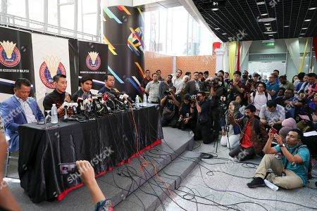 Malaysian badminton player Lee Chong Wei, second from left, speaks during a press conference in Putrajaya, Malaysia, . Former World No. 1-ranked Lee has announced his retirement from badminton after 19 years following his battle with cancer