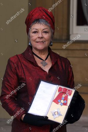 Dame Dorothy Tutin With Her Medal The Most Excellent Order Of The British Empire. Shakespearean Actress Dame Dorothy Tutin And Athlete Mary Peters At Buckingham Palace In London Thursday November 16 2000 After They Were Both Was Invested As A Dame Commanders By Britain's Queen Elizabeth II. Peters Won A Pentathlon Gold Medal At The 1972 Olympic Games And Has Remained A Symbol Of Unity And Hope For Northern Ireland. A Member Of The Northern Ireland Sports Council For 20 Years And Of The British Sports Council For Nine Years She Was Also President Of The British Athletic Federation. Dame Dorothy Died 6/8/2001 Aged 71..