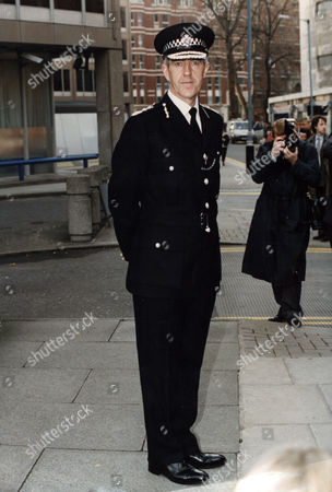 Sir Paul Condon Paul Condon Police Commissionerin Brixton.now Lord (paul) Condon Of Langton Green Life Peer/june2001 M.e.t. Police Commisioner . Rexmailpix.