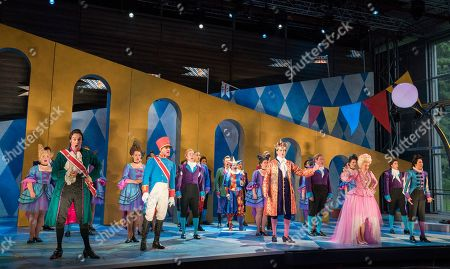 Huw Montague Rendall as Prince of Mantua, Timothy Robinson as Marinoni, Hanna Hipp as Fantasio, Graeme Broadbent as King of Bavaria, Jennifer France as Princess Elizabeth, Bianca Andrew as Flamel