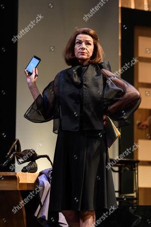 Doon Mackichan as Sondra