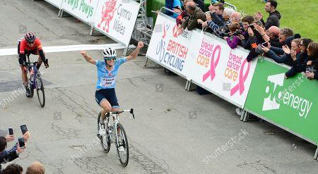 Trek Segafredo's Lizzie Deignan takes the sprint finish victory over Canyon SRAM's Kasia Niewiadoma.