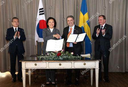 South Korea's President Moon Jae-in (L) and Sweden's Prime Minister Stefan Lofven (R) applauds as South Korean Startup Minister Park Young-Sun (2-L) and Swedens Minister for Business, Industry and Innovation Ibrahim Baylan (2-R) shake hands after signing an agreement after their meeting at Grand Hotel in Saltsjobaden outside Stockholm, Sweden, on June 15, 2019. South Koreas President Moon Jae-in and First Lady Kim Jung-sook are in Sweden for a two-day state visit.