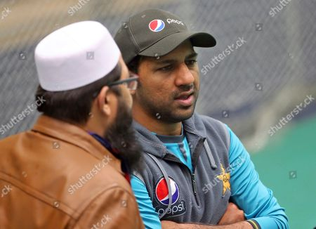 Pakistan cricket chief selector Inzamam-ul-Haq, left, listens to captain Sarfaraz Ahmed during a training session ahead of their Cricket World Cup match against India at Old Trafford in Manchester, England