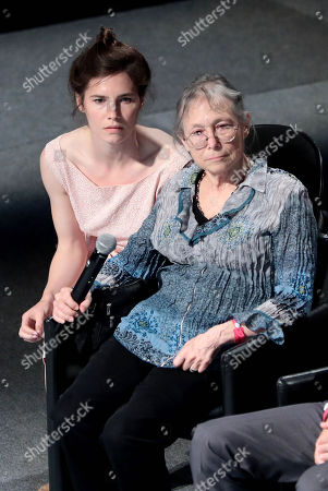 Amanda Knox with Sunny Jacobs attend the conference