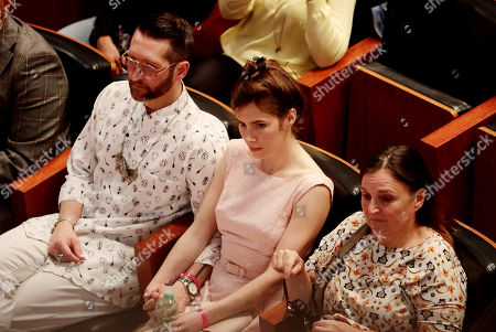 Amanda Knox with her mother, Edda Mellas, and her boyfriend, Christopher Robinson