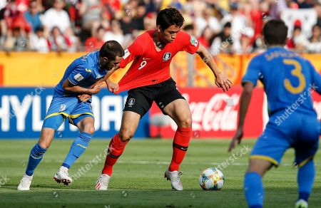 Ukraine's Oleksiy Khakhlov and South Korea's Oh Se-hun, from left, challenge for the ball during the final match between Ukraine and South Korea at the U20 soccer World Cup in Lodz, Poland