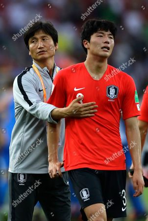 South Korea coach Chung Jung-yong comforts South Korea's Lee Jae-ik at the end of the final match between Ukraine and South Korea at the U20 World Cup soccer in Lodz, Poland, . Ukraine won 3-1
