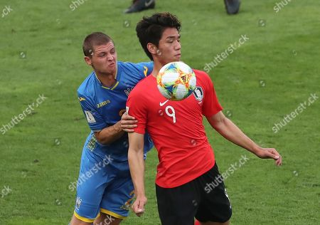 Ukraine's Valerii Bondar, left, vies for the ball with South Korea's Oh Se-hun during the final match between Ukraine and South Korea at the U20 World Cup soccer in Lodz, Poland